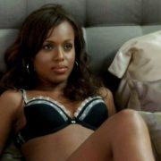 Kerry Washington en ropa interior en una escena de 'I think I love my wife'