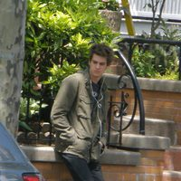 Andrew Garfield espera en el set de 'The amazing Spider-Man'
