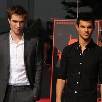 Robert Pattinson y Taylor Lautner posan en Hollywood