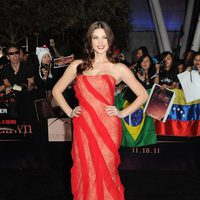 Ashley Greene posa en la alfombra roja de 'Amanecer: Parte 1'