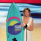Taylor Swift con su tabla de surf de los Teen Choice Awards 2012