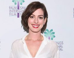 Anne Hathaway contra los aliens en 'The Shower'