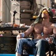 Bradley Cooper con el torso desnudo en una escena de 'El equipo A'