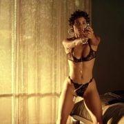 Christina Ricci Con El Pecho Desnudo Y En Bragas En Black Snake