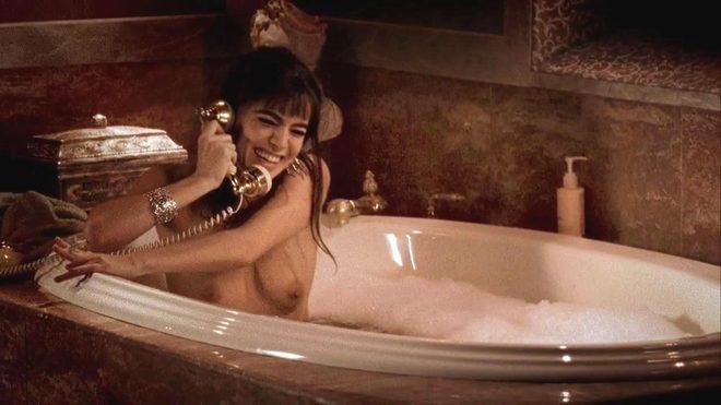 Phoebe Cates Con El Pecho Desnudo En Una Escena De Fast Times At