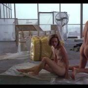 Clive Owen desnudo en una escena de 'Con mis ojos cerrados', de 1991