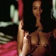 Drew Barrymore Con El Pecho Desnudo Y Cubierta De Sangre En