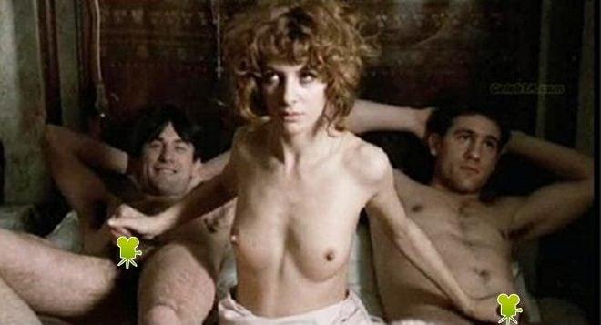 Dominique Sanda masturba a Robert de Niro y Gerard Depardieu en 'Novecento'
