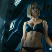 Alice Eve en ropa interior en una escena de 'Star Trek: En la oscuridad'