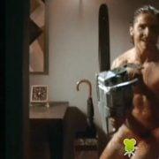 Christian Bale desnudo con una motosierra en 'American psycho'