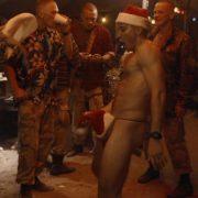 Jake Gyllenhaal totalmente desnudo enseña el culo en 'Jarhead - El infierno espera'