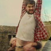 Jack Whitehall desnudo muestra el pene y el culo en 'The Bad Education Movie'