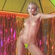Elizabeth Berkley desnuda en 'Showgirls', donde interpreta a una striper