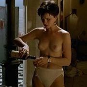 Kate Beckinsale con el pecho desnudo en una escena de 'La tabla de Flandes'