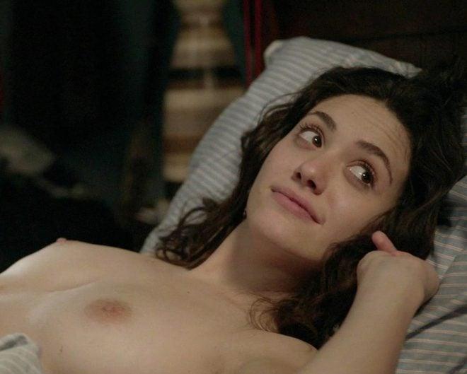 Emmy Rossum muestra sus pechos en 'Shameless'