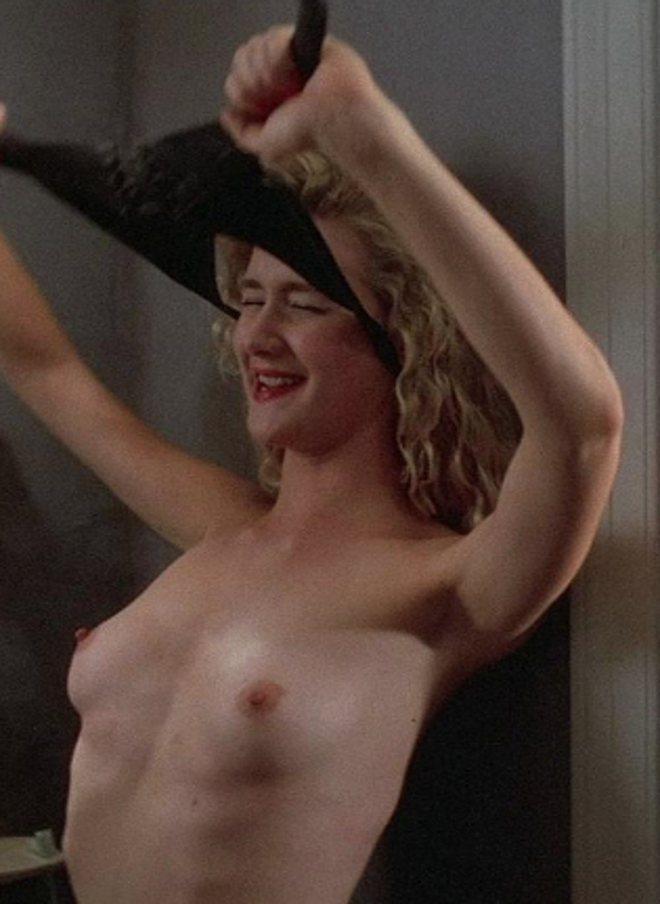 Laura Dern muestra sus pechos en 'Corazón salvaje'