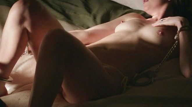 Dakota Johnson enseña sus pechos en una escena muy sexy de 'Cincuenta sombras liberadas'