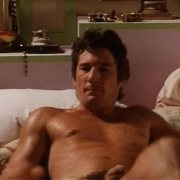 Richard Gere desnudo enseña el pene en 'Vivir sin aliento'