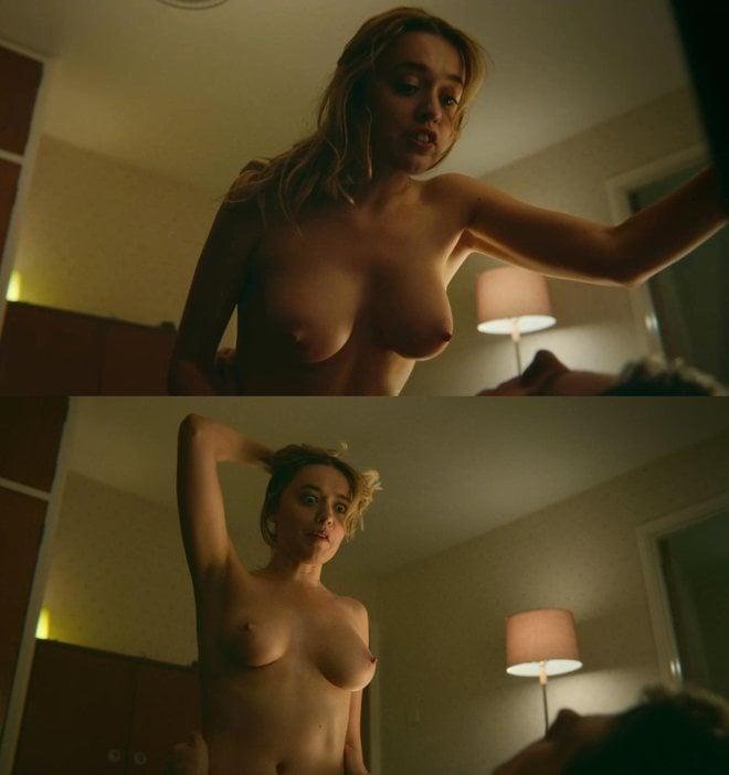 Aimee Lou Wood desnuda enseña las tetas en 'Sex Education'