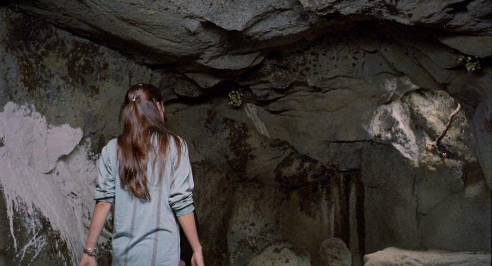 Ana y los lobos, fotograma 1 de 13