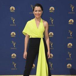 Tatiana Maslany en la alfombra roja de los Emmy 2018