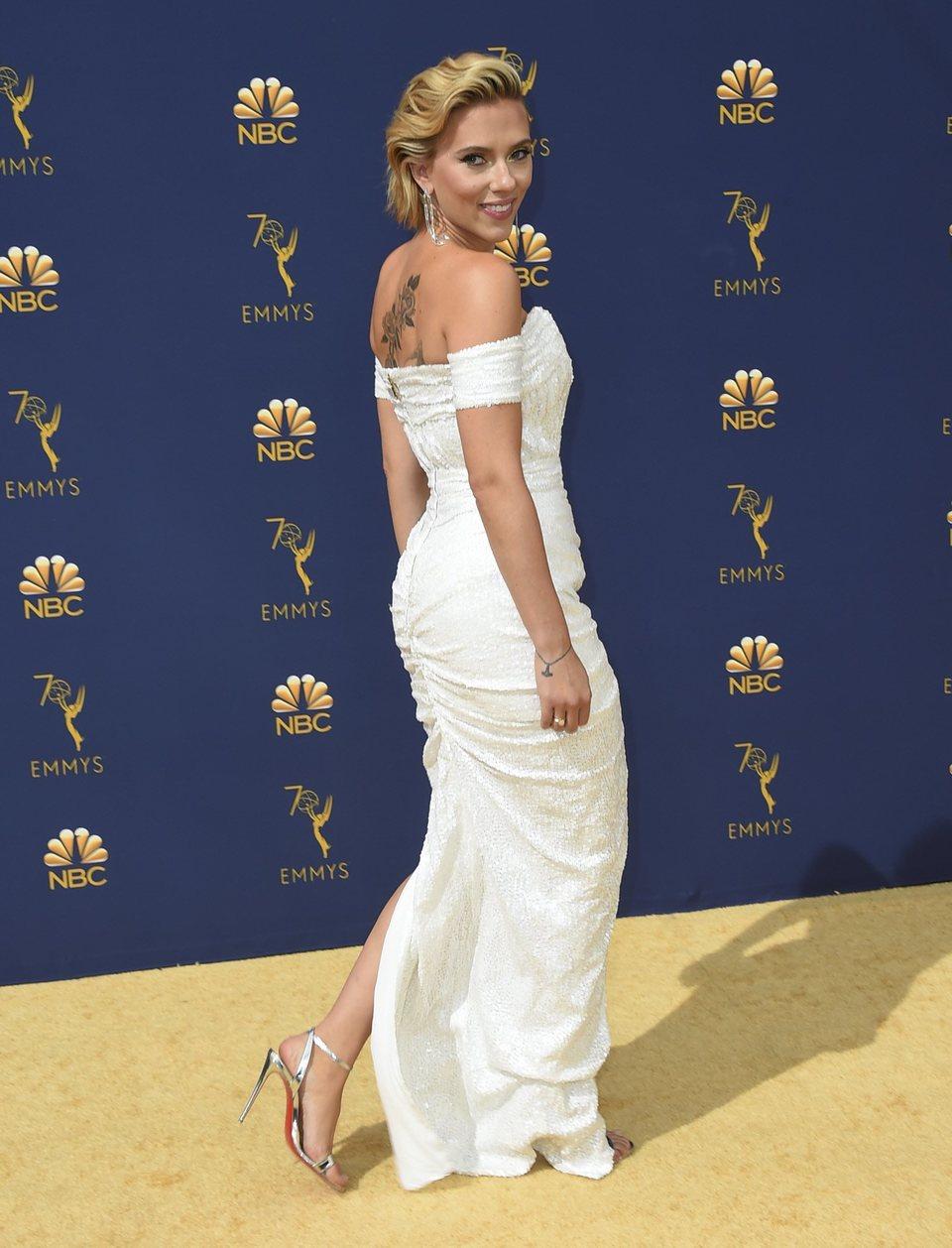 Scarlett Johansson en la alfombra roja de los Emmy 2018