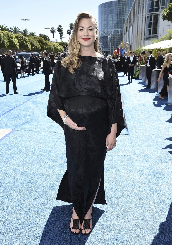 Yvonne Strahovski en la alfombra roja de los Emmy 2018