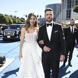 Jessica Biel y Justin Timberlake en la alfombra roja de los Emmy 2018