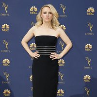 Kate McKinnon at the Emmys 2018 red carpet