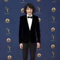 Finn Wolfhard en la alfombra roja de los Emmy 2018