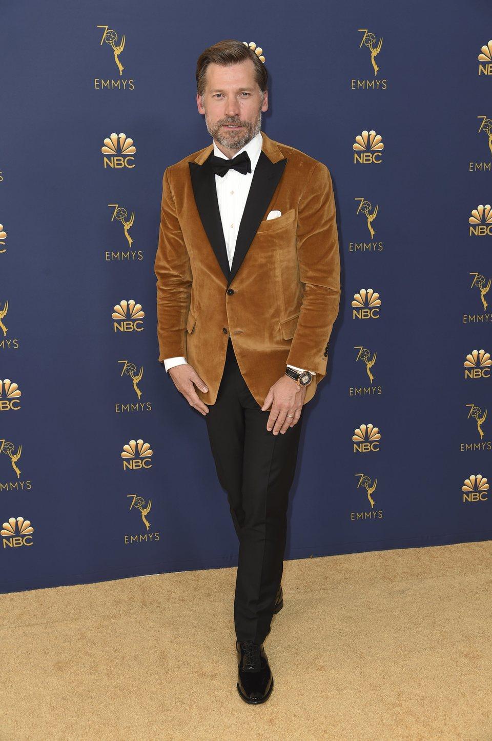 Nikolaj Coster-Waldau en la alfombra roja de los Emmy 2018
