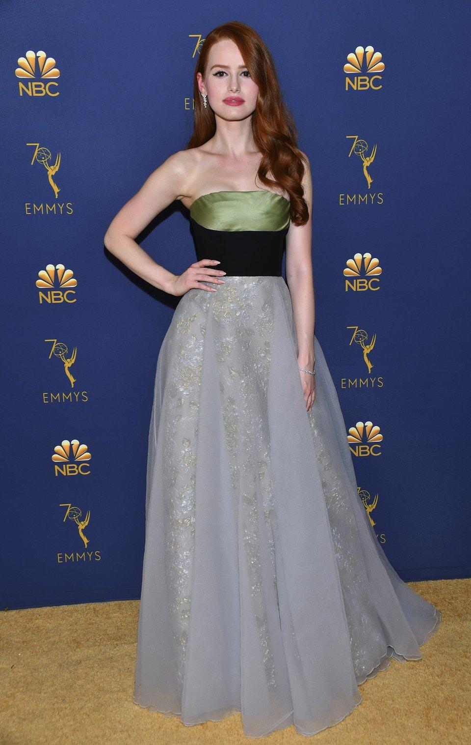 Madelaine Petsch en la alfombra roja de los Emmy 2018