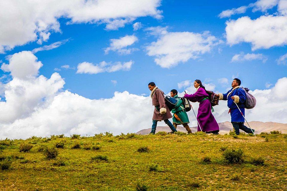 Ballad From Tibet, fotograma 8 de 9