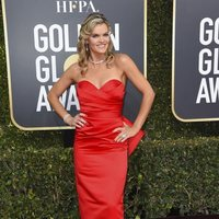 Missi Pyle at the Golden Globes 2019 red carpet