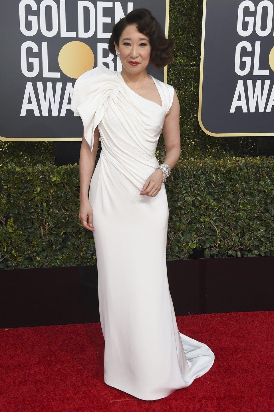 Sandra Oh en la alfombra roja de los Globos de Oro 2019