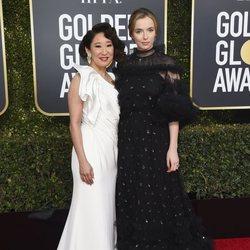 Sandra Oh y Jodie Comer en la alfombra roja de los Globos de Oro 2019