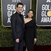 Jim Carrey and Ginger Gonzaga at the Golden Globes 2019 red carpet