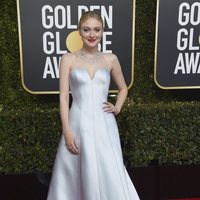 Dakota Fanning on the red carpet at the Golden Globes 2019