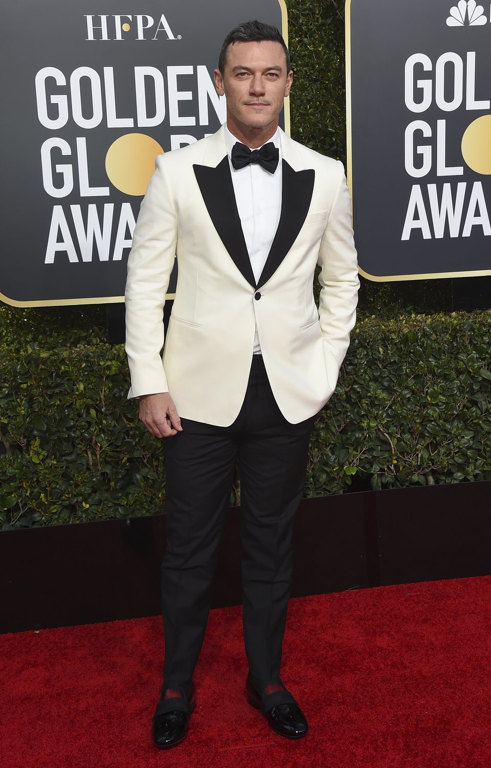 Luke Evans en la alfombra roja de los Globos de Oro 2019