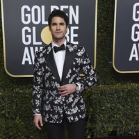 Andy Samberg and Joanna Newson on the red carpet at the Golden Globes 2019Darren Criss