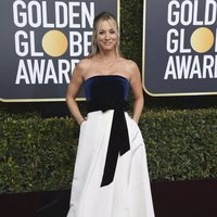 Kaley Cuoco at the Golden Globes 2019 red carpet