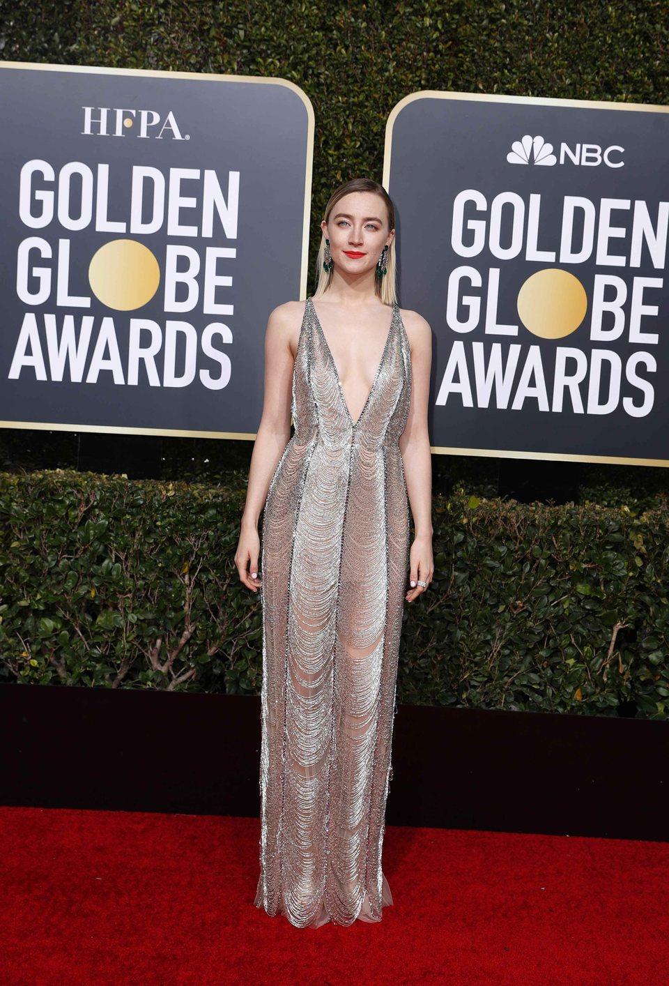 Saoirse Ronan en la alfombra roja de los Globos de Oro 2019