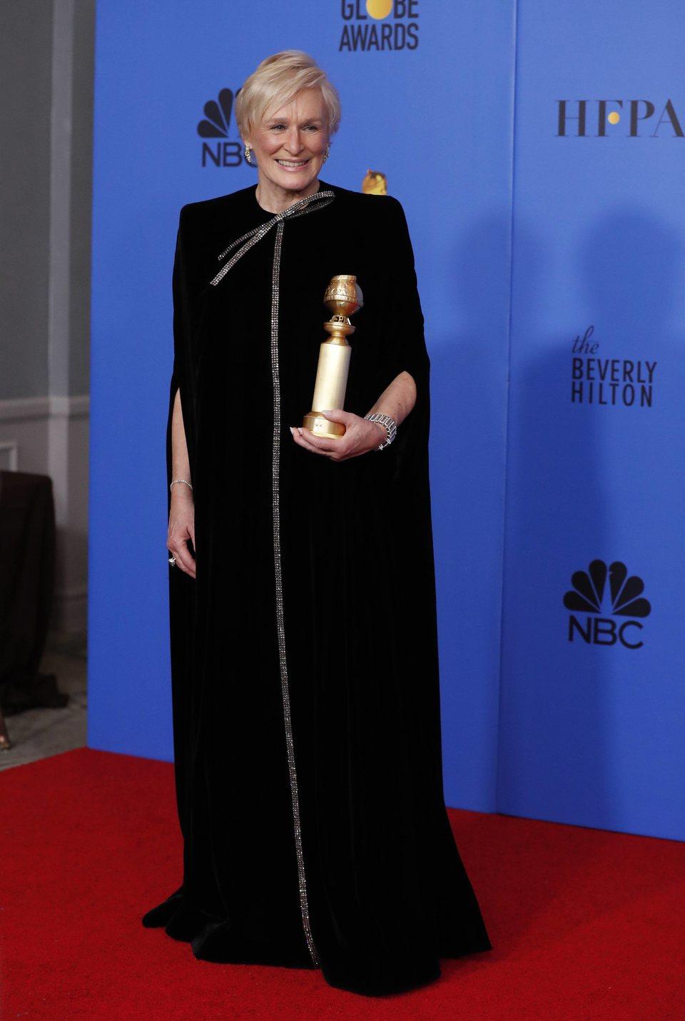 Glenn Close posa con su Globo de Oro
