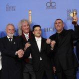 El reparto de 'Bohemian Rhapsody' posa con sus dos Globos de Oro