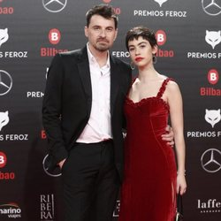 Greta Fernández y Ramón Salazar en la alfombra roja de los Premios Feroz 2019