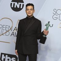 Rami Malek with his SAG award for Best Male Actor