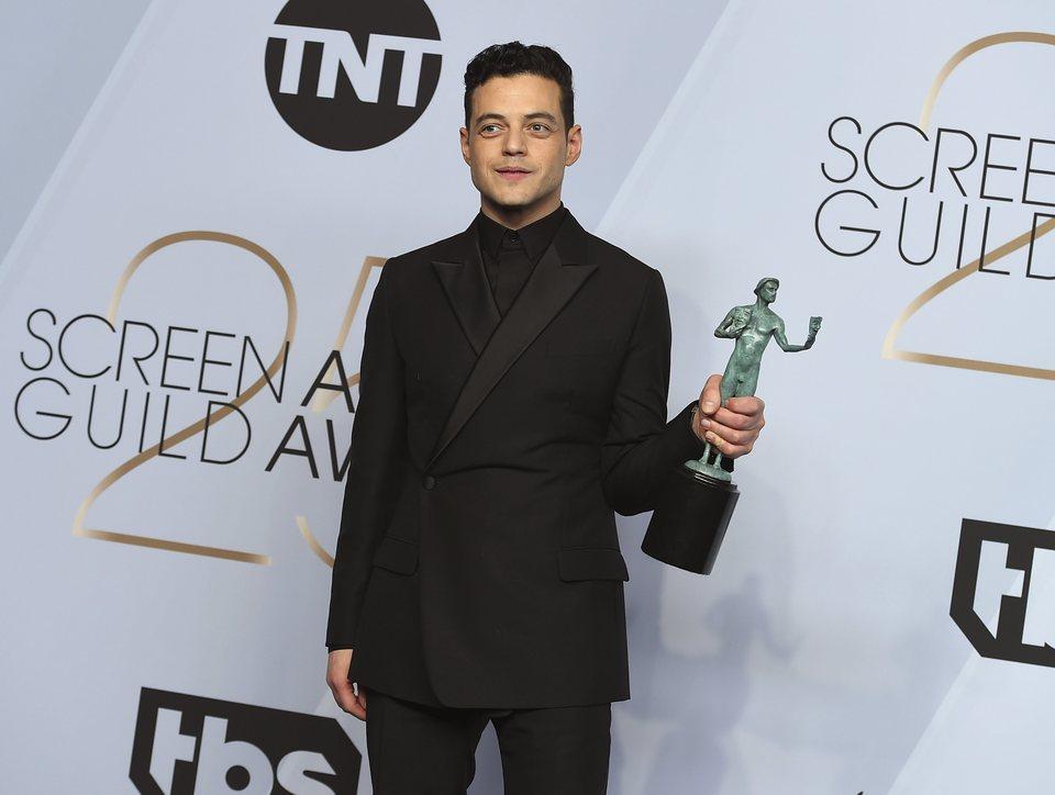 Rami Malek con su premio SAG a Mejor actor protagonista