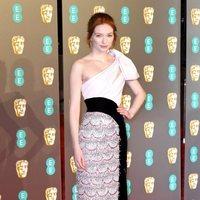 Eleanor Tomlinson en la alfombra roja de los BAFTA 2019