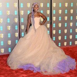 Cynthia Erivo en la alfombra roja de los BAFTA 2019