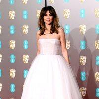 Linda Cardellini en la alfombra roja de los BAFTA 2019
